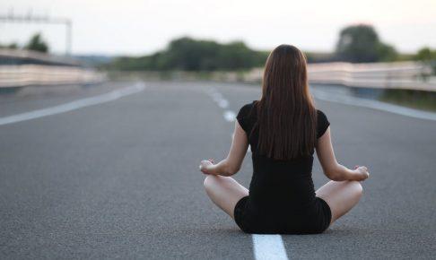 【集中力を高める方法】マインドフルネス瞑想って何?