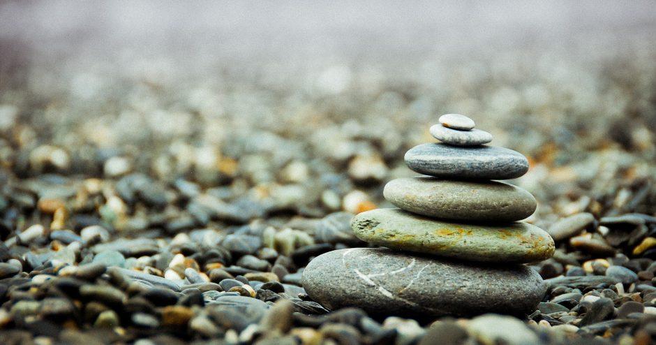 「石の上にも三年」の意味とは?|定義と由来